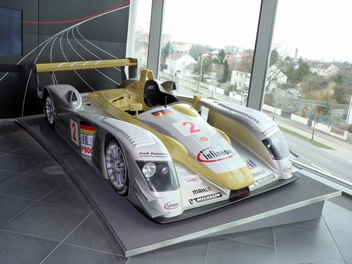 2000 - Audi R8 LMP