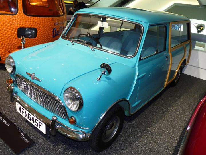 1965-Morris-Mini_traveller