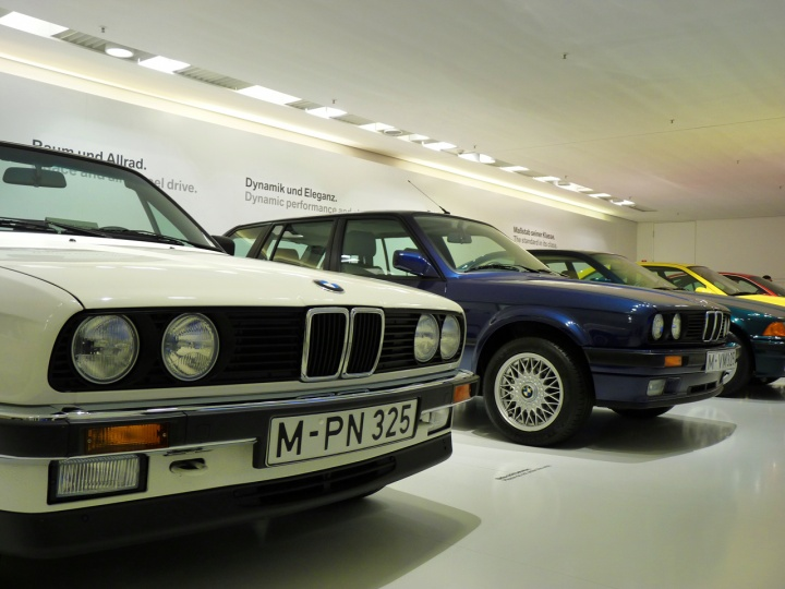 BMW_3_stand_02