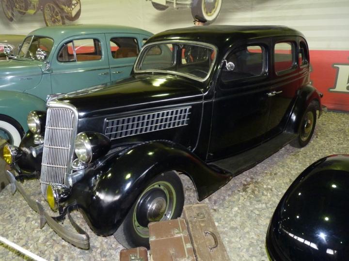 1935_Ford_V8