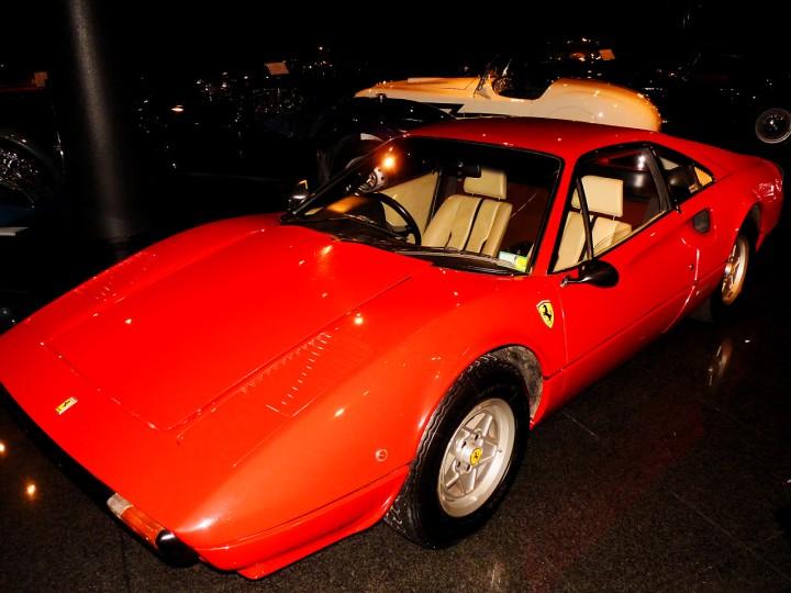 1977_Ferrari_308GTB_1