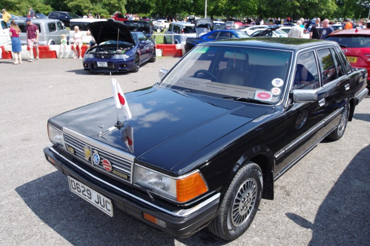 Nissan_300C