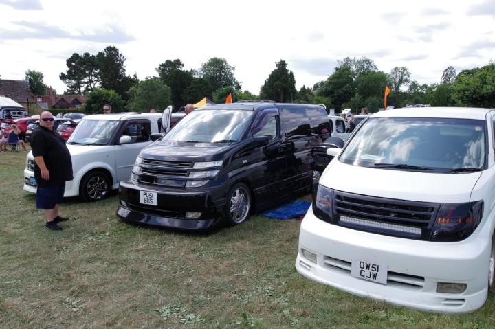Nissan_Elgrand_2