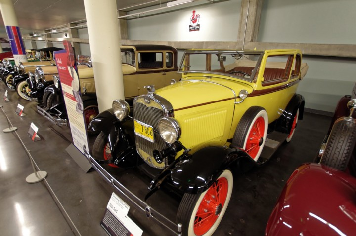1931-Ford_A_400