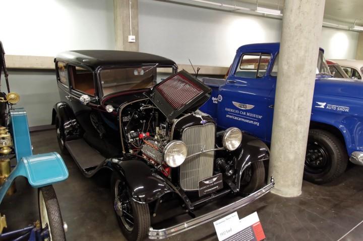 1932-Ford_SedanDelivery
