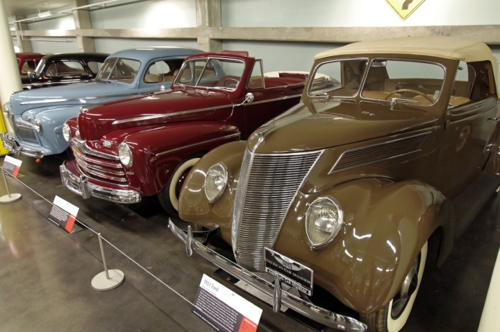 1937-Ford_78_SuperDeluxe_Deluxe