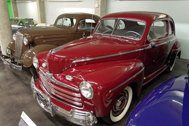 1946-Ford_SuperDeluxe