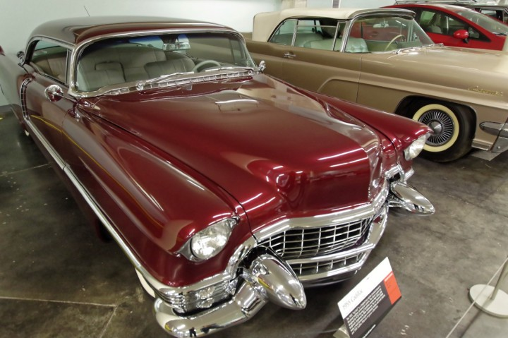1955-Cadillac_Coupe_deVille