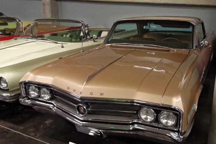 1964-Buick_Wildcat