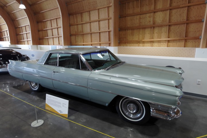 1964-Cadillac_Coupe_deVille