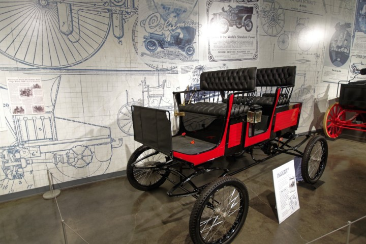 1902_Locomobile_Surrey