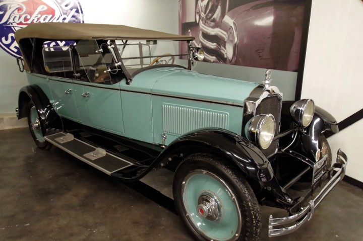 1923-Packard_Single_Six