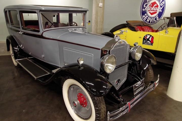 1930-Packard_Standard_Eight