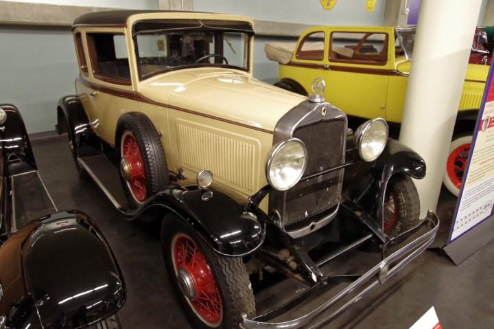 1930-Willys_70B_Light_Six