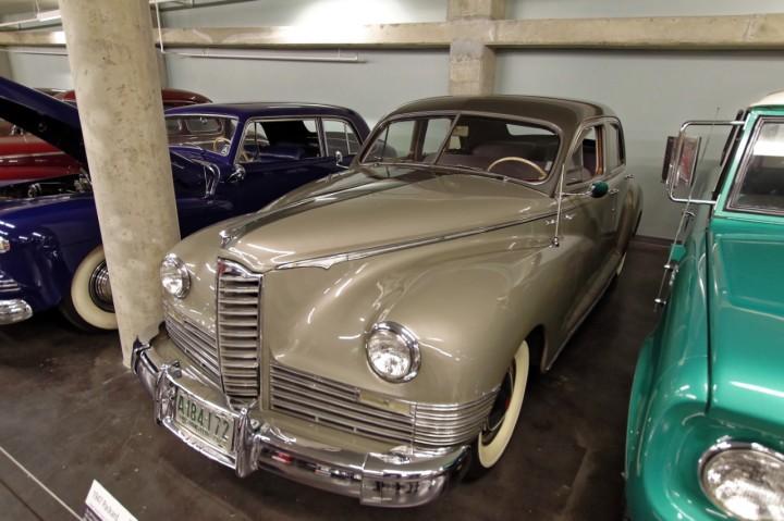 1947-Packard_Clipper_DeLuxe