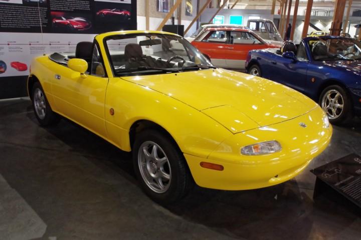 1995_Mazda_MX5_Sunracer