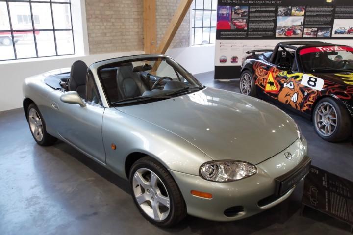 2003_Mazda_MX5_SilverBlues