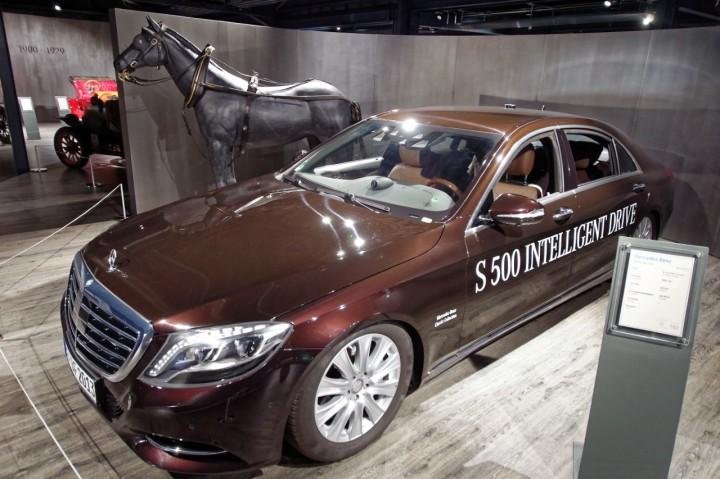 2013_Mercedes_Benz_S500_Bertha