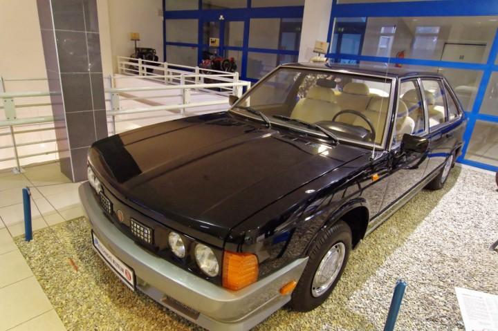 1981-Tatra_613-2