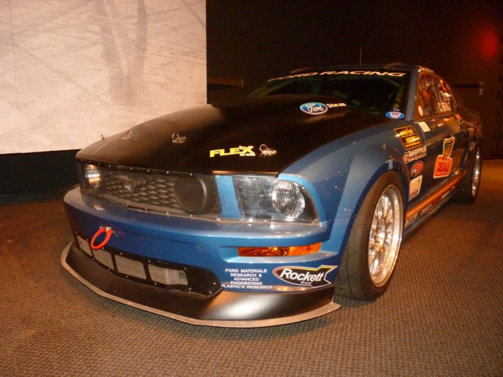 2008_Ford_Mustang_FR500_C_2