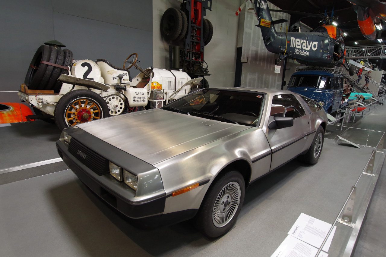 1981-DeLorean_DMC12