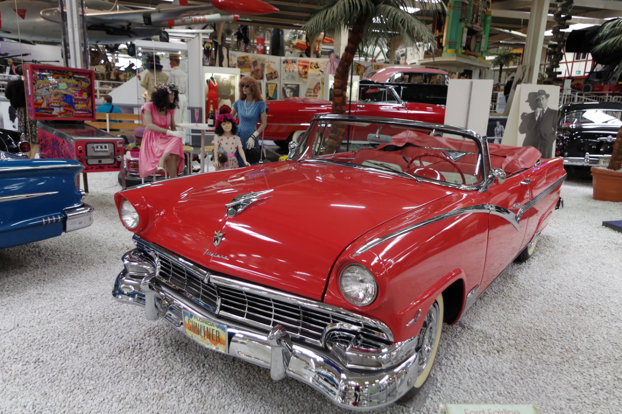 1956-Ford-Fairline