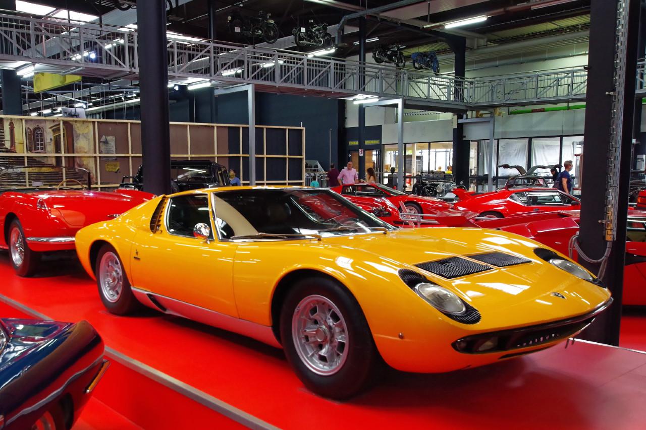 1970-Lamborghini_Miura