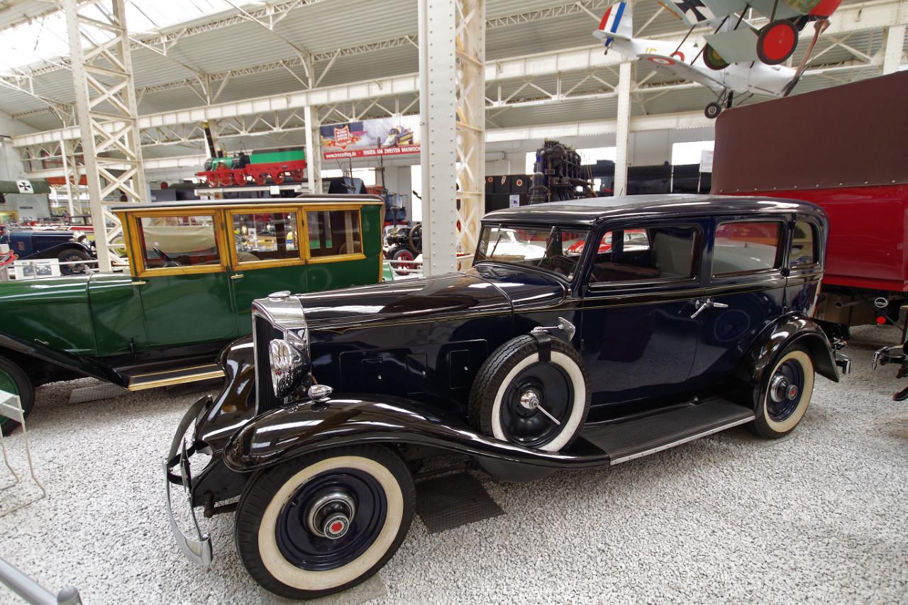 1932_Packard_LightEight