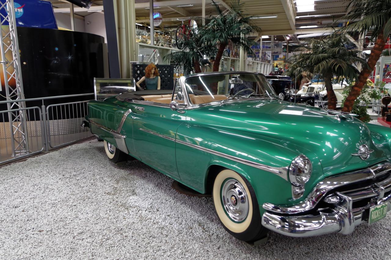 1952_Oldsmobile_98