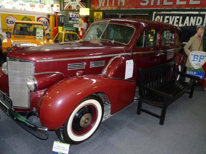 1938-Cadillac-75-Fleetwood