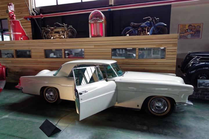 1957-Lincoln_Continental_II