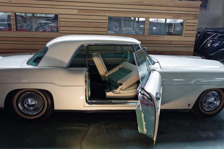 1957-Lincoln_Continental_II_1