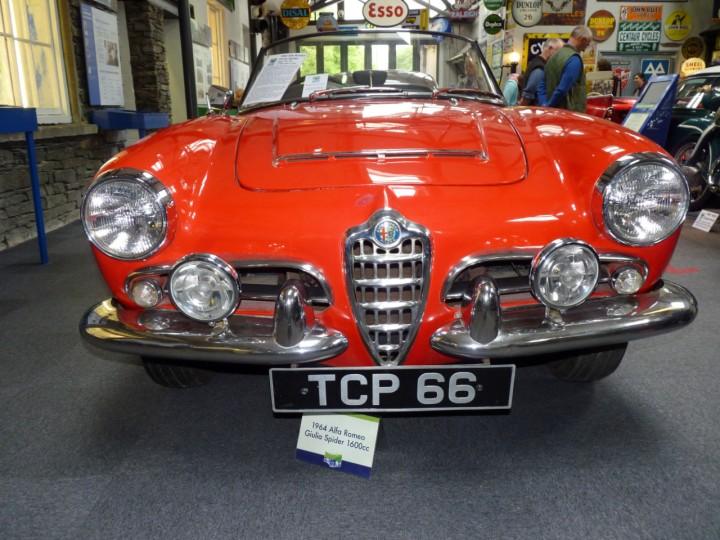 1964-AlfaRomeo_Giulia_Spider