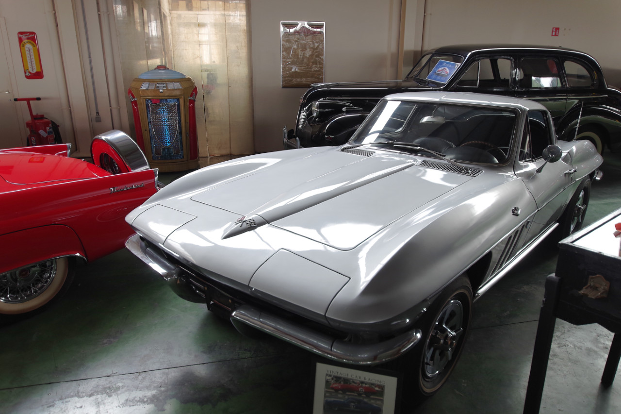 1965-Chevrolet_Corvette